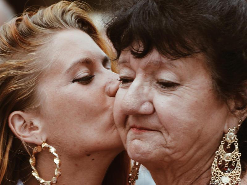 Relacja matka i córka. Narcystyczne matki niszczą psychikę swoich córek – mówi psycholog